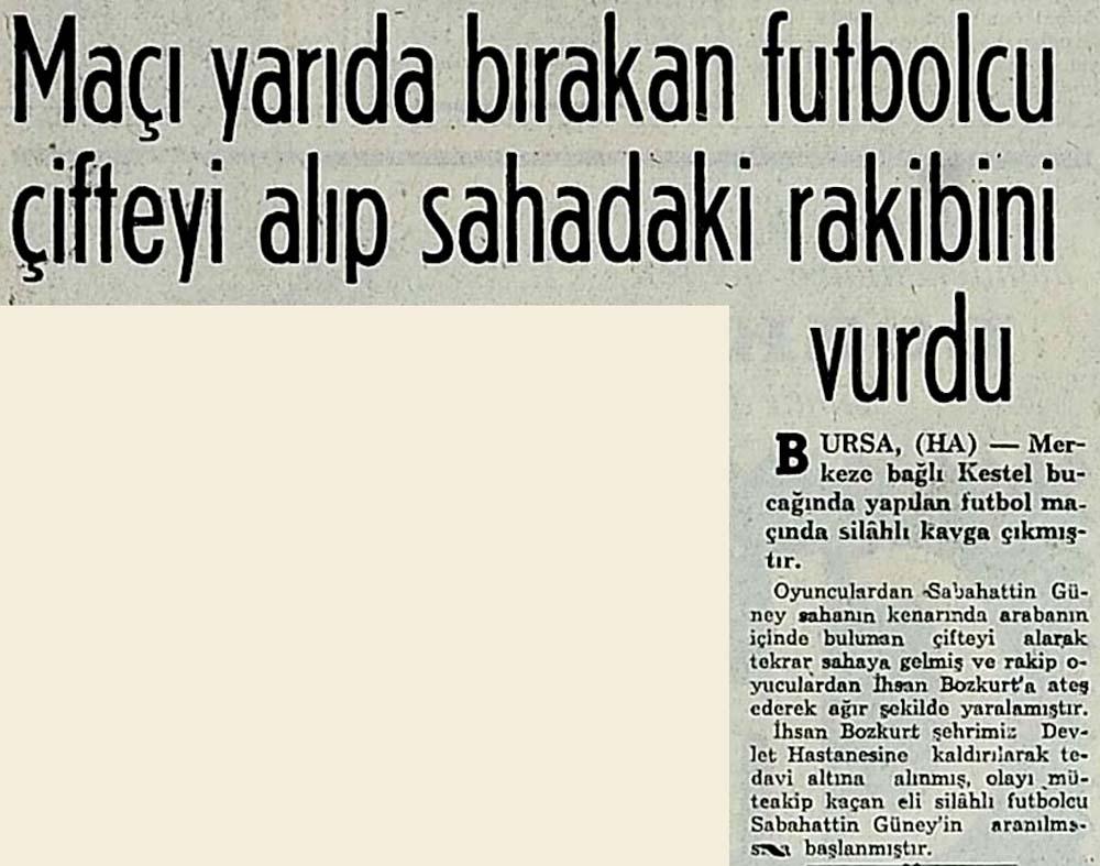 Maçı yarıda bırakan futbolcu çifteyi alıp sahadaki rakibini vurdu