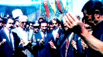 Muhalefet lideri metro temelini attı