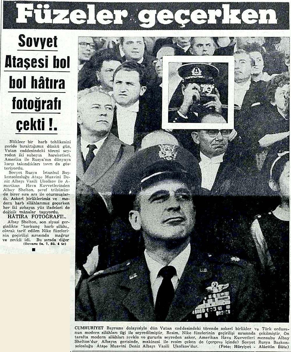 Füzeler geçerken Sovyet Ataşesi bol bol hatıra fotoğrafı çekti!.