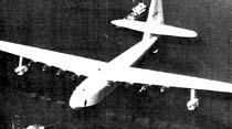 Esrarengiz milyarder Hughes'in dev tahta uçağı teşhir ediliyor