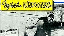 Minibüste kurdukları diskotek ile Dünya turuna çıktılar