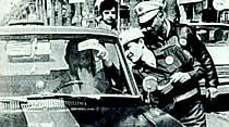 İzmir şoförleri Mini Etekli Bond'lardan ''İllallah'' dedi
