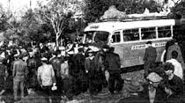 İçinde yolcuları bulunan bir otobüs, haraç-mezat satıldı