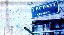 Bir sokak ve bir tabela...