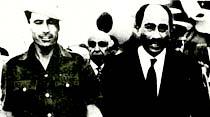 Çaktırmadan Amerika'ya petrol sattığı için Arap liderleri, Kaddafi'ye çok fena bozuk atıyorlar