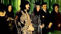 Barış Manço, 175 yıllık Osmanlı kaftanını giyerek Belçika'da nikah kıydırdı...