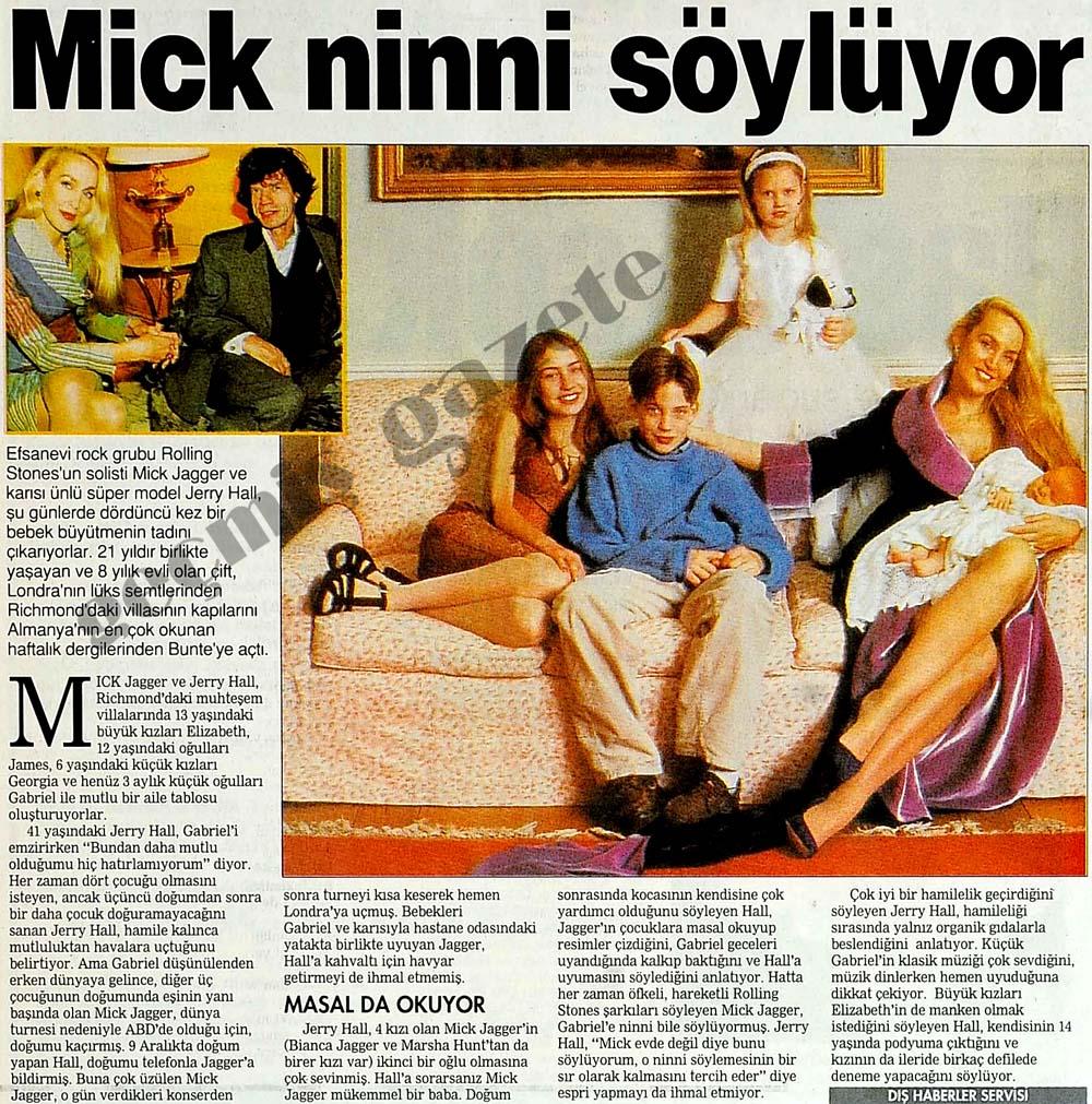 Mick ninni söylüyor