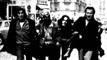 Paris'te sokak savaşı: Kavga ediyorlar ama öldürmüyorlar