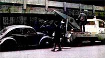 Trafik ekipleri usulsüz park eden araçları çekip götürüyor