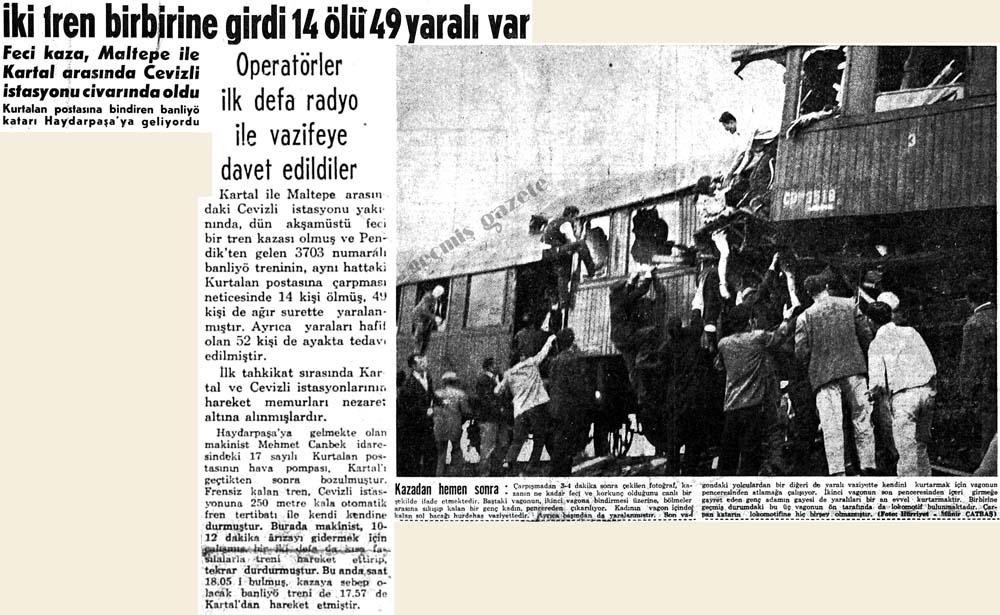 İki tren birbirine girdi 14 ölü 49 yaralı var