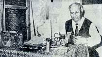 Elektronik öğretmeni yaptığı sihirbaz cihazla komşuların radyolarını kapatıp açıyor