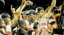 Detroit, NBA'deki 3. şampiyonluğa imza atarken, Mehmet de büyük onura ulaştı