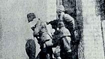 """Trafik memurlarına kızan şoför Atatürk'ün heykeline çıkıp: """"Ya medet Atam"""" diye bağırdı"""