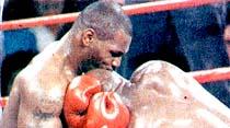 Tyson kulak kopardı