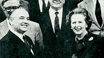 Ve Gorbaçev dişlerini gösterdi...