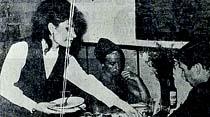Yepyeni bir meslek: İstanbul'da Garson kızlar