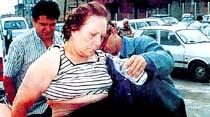 Adalet Ağaoğlu'na otomobil çarptı