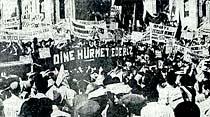 Dünkü mitingte binlerce kişi komünizmi tel'in etti