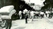 """Belediye Zabıtası işportacıları """"Temizledi"""" Mahmutpaşa'nın sesi kesildi"""