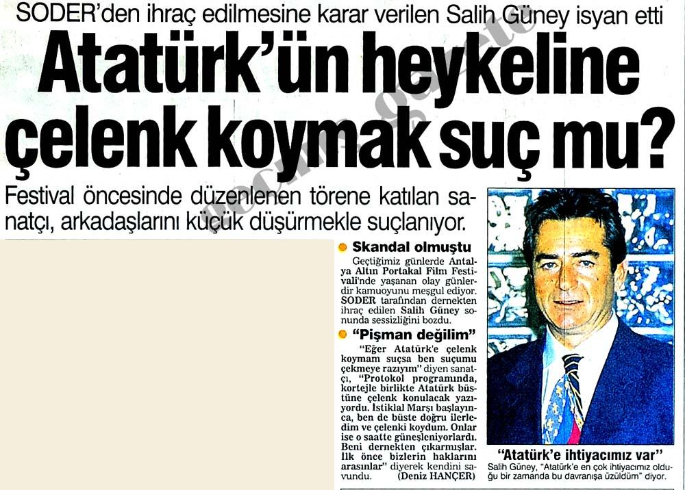 Atatürk'ün heykeline çelenk koymak suç mu?