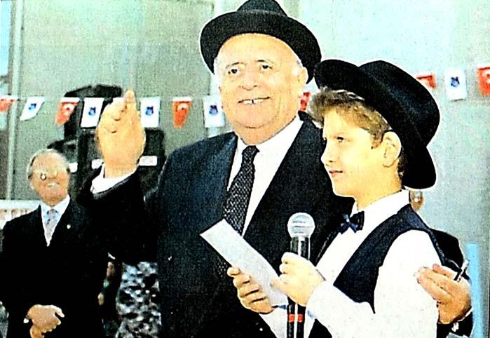 Evren'in okulunu Baba açıyor
