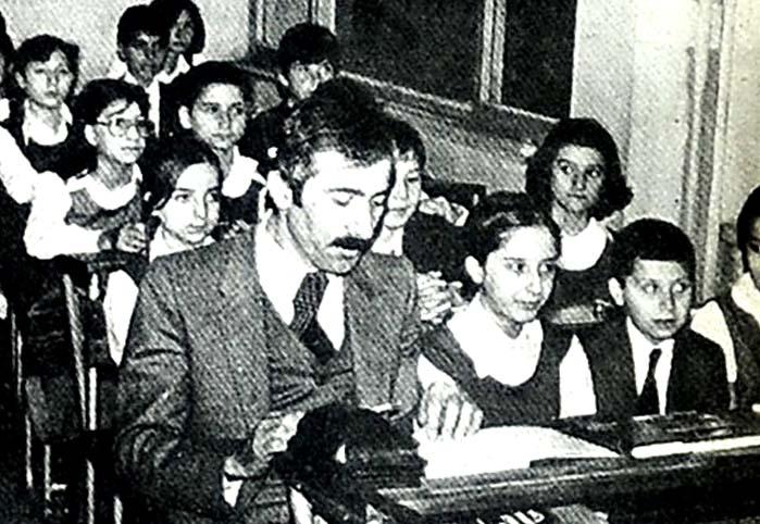 Kız okullarında erkek öğrenciler de okumaya başladı