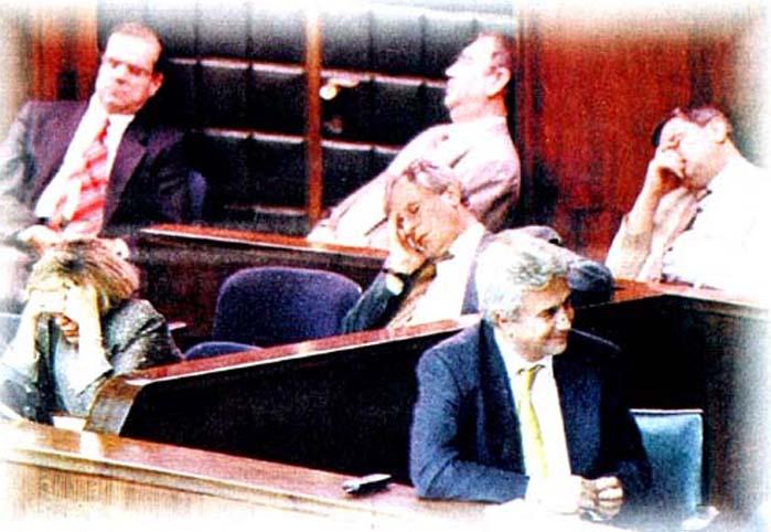 Meclis'e alkışlar